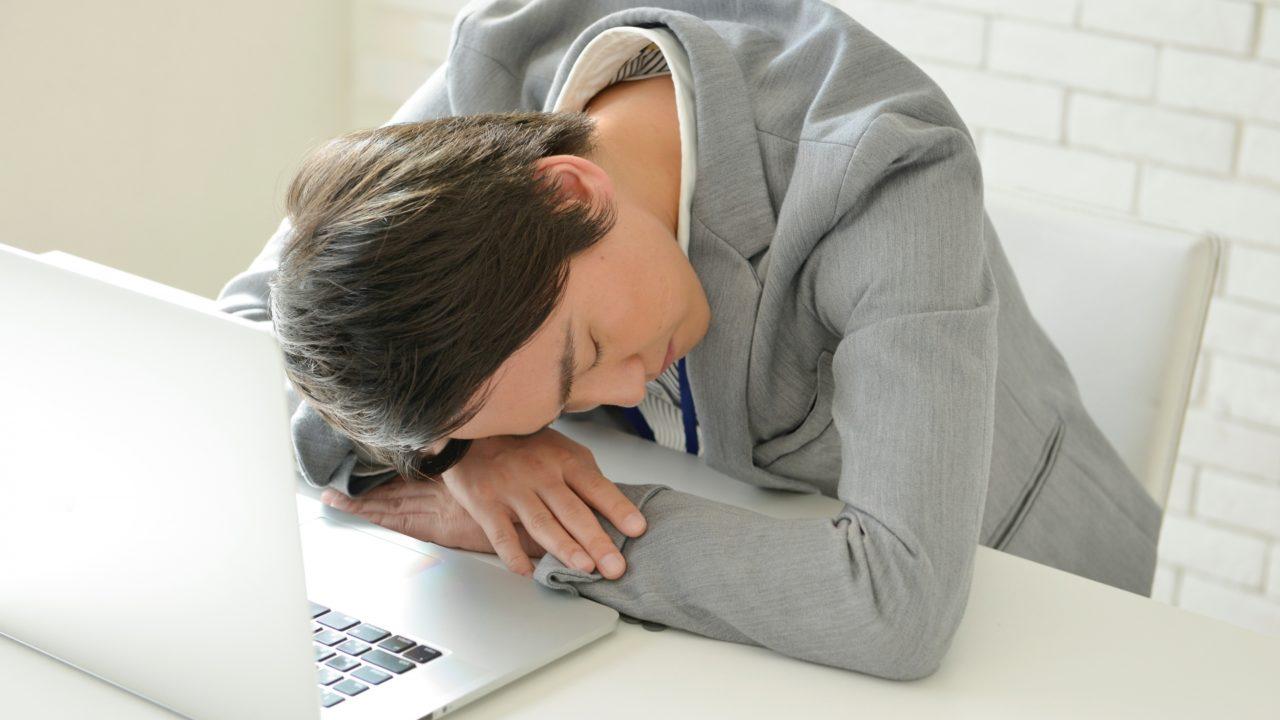 寝不足は薄毛の原因